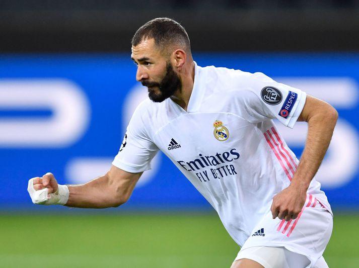 Karim Benzema fagnar marki sínu fyrir Real Madrid gegn Borussia Mönchengladbach í gær.