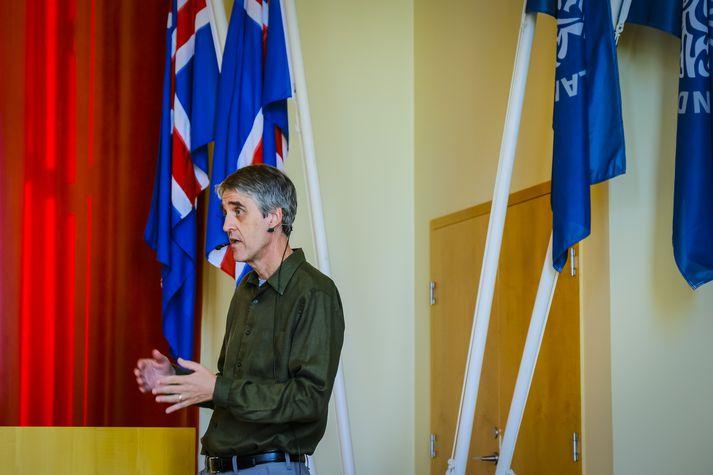 Gunnar Valgeirsson prófessor hélt erindi í gær um íþróttaiðkun barna í Bandaríkjunum.