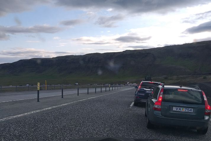 Bíll við bíl niður Kambana um kvöldmatarleytið.
