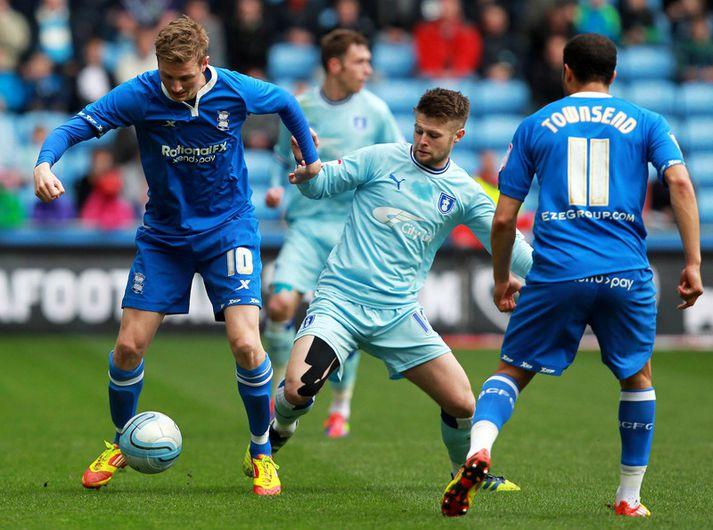 Coventry City og Birmingham City spila bæði í bláum búningum en bara ekki eins bláum.