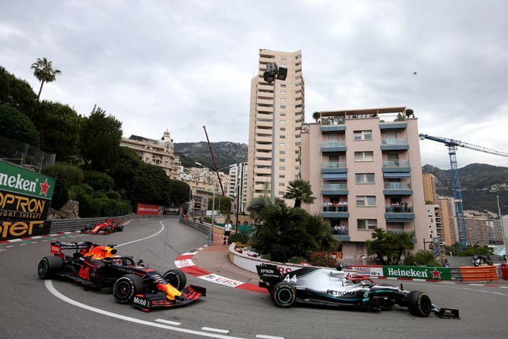Hörkuslagur var um fyrsta sætið í Mónakó milli Lewis Hamilton og Max Verstappen.
