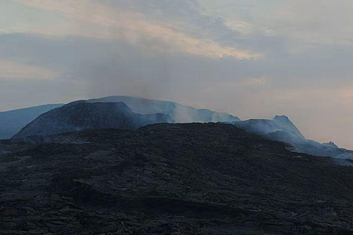 Ekkert hefur sést í rauðglóandi kviku frá miðnætti.