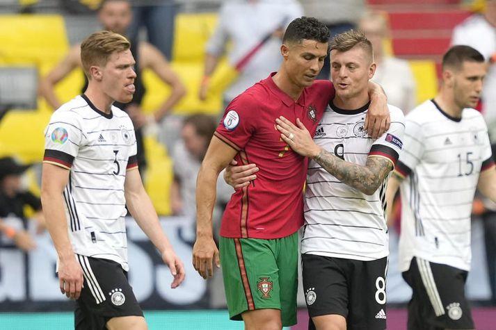 Cristiano Ronaldo og Toni Kroos eiga báðir á hættu að ljúka keppni á EM í kvöld.