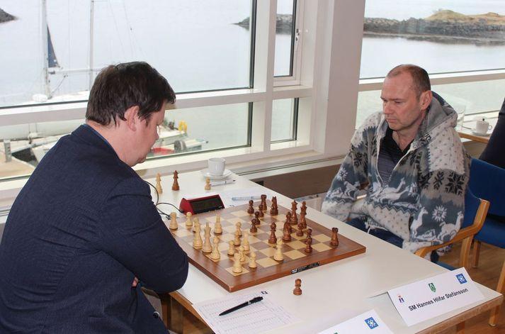 Björn Þorfinnsson og Hannes Hlífar tefla.