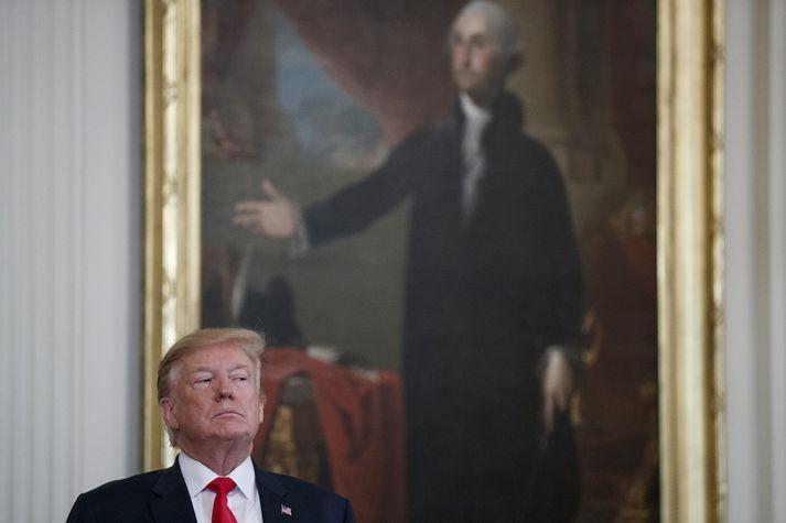 Trump forseti hefur hrósað sigri eftir að skýrslan var birt í dag. Skýrslan dregur þó upp dökka mynd af sumum tilraunum hans til að koma höggi á rannsókn Mueller.