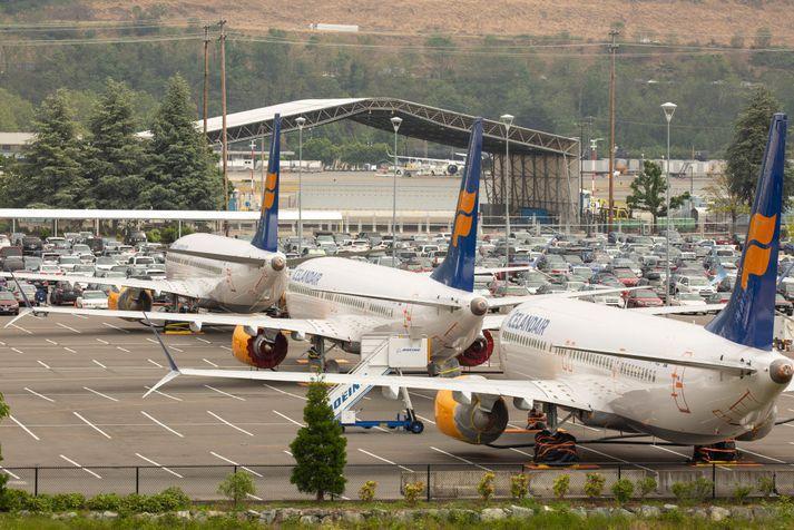 Þrjár Boeing 737 MAX 8-þotur Icelandair á athafnasvæði Boeing í Seattle þar sem þær bíða þess að kyrrsetningu vélanna verði aflétt.