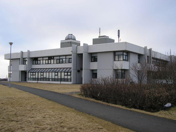Stjörnuskoðunarfélag Seltjarnarness var stofnað til að sjá um sjónaukann í stjörnuturninum ofan á Valhúsaskóla.