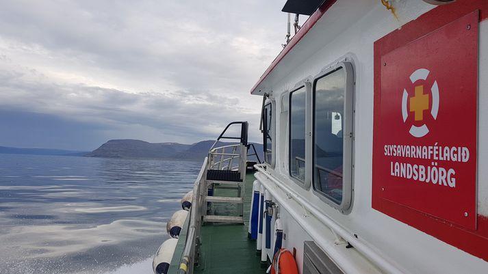 Björgunarskip var sent á vettvang.