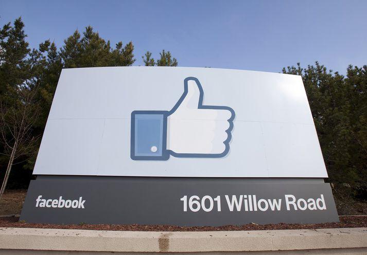Við höfuðstöðvar Facebook í Kaliforníu.