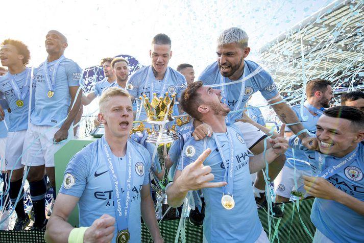 Leikmenn Manchester City fagna hér Englandsmeistaratitli sínum á dögunum.