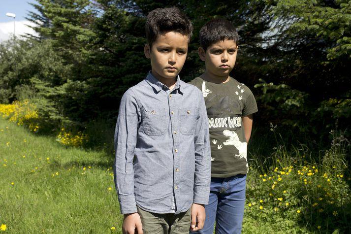 Bræðurnir Mahdi og Ali Akba Sarwary frá Afganistan falla undir nýja reglugerð dómsmálaráðherra.