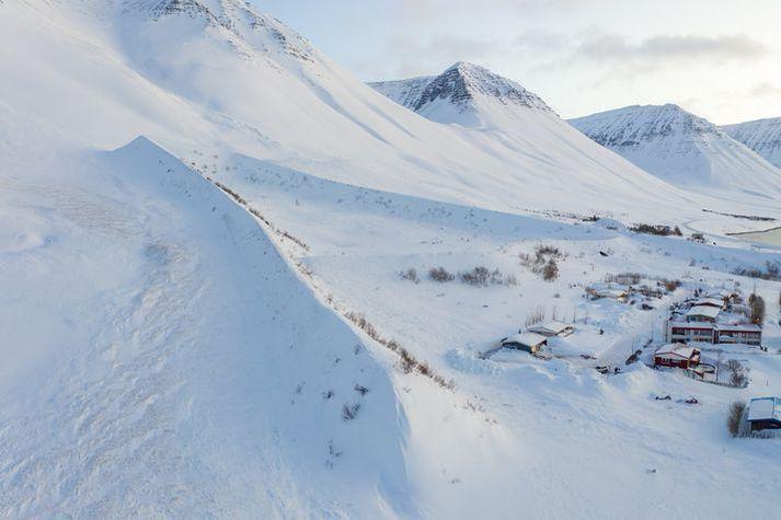 Snjóflóðavarnagarðurinn á Flateyri.