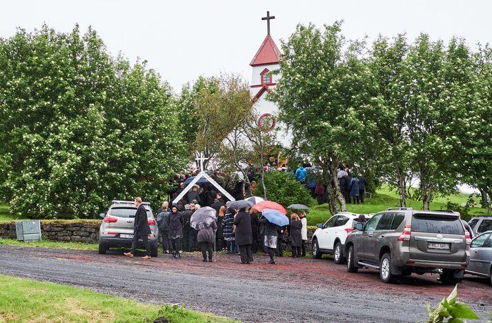 Stórólfshvolssókn deilir við þjóðkirkjuna um styrki til að byggingar nýrrar kirkju á Hvolsvelli.