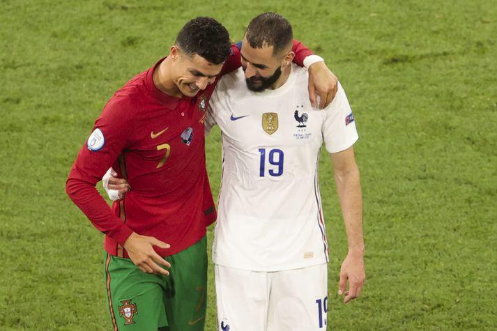 Cristiano Ronaldo og Karim Benzema skoruðu báðir tvö mörk þegar Portúgal og Frakkland gerðu 2-2 jafntefli í lokaumferð riðlakeppninnar á EM í gær.