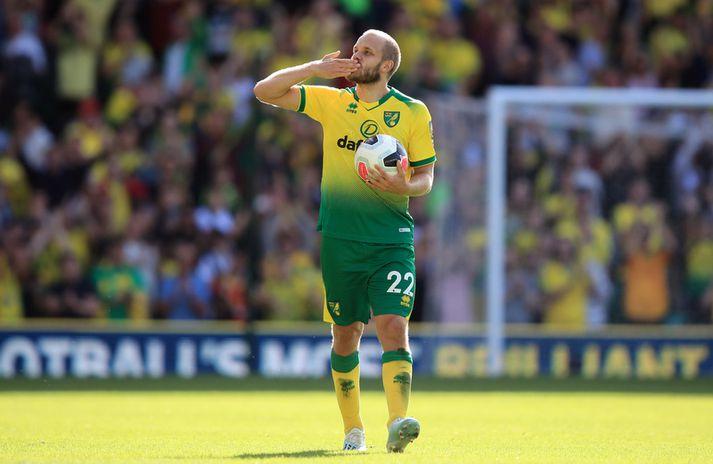 Pukki sendir stuðningsmönnum Norwich fingurkoss eftir að hafa skorað þrennu gegn Newcastle síðastliðið haust.