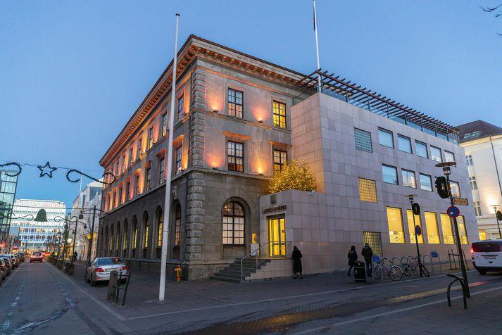 Höfuðstöðvar Landsbankans í Austurstræti.