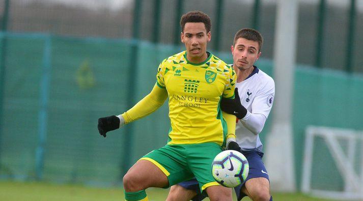 Ísak Snær í leik með U-23 ára liði Norwich City.