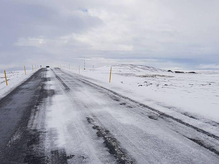 Hálkublettir gætu myndast á fjallvegum, einkum á Norður- og Austurlandi.
