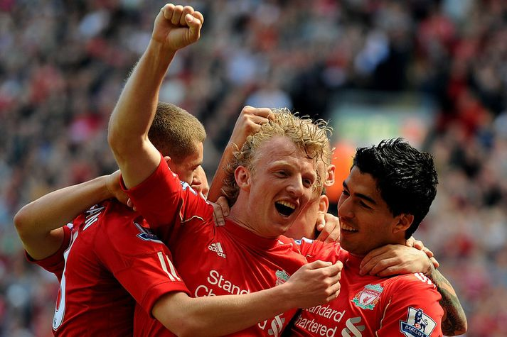 Dirk Kuyt fagnar marki með Liverpool.