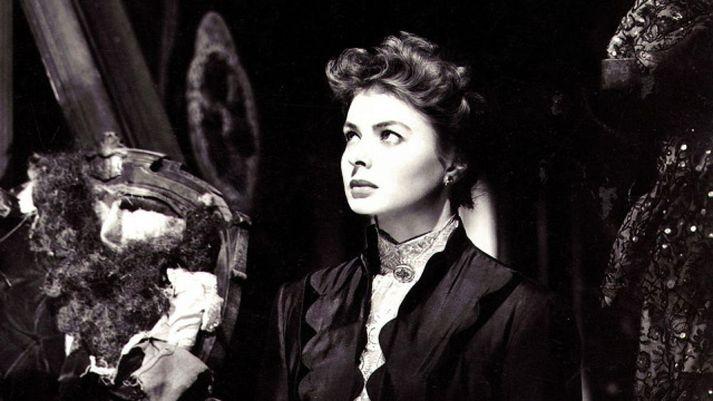 Ingrid Bergman er stórkostleg í hlutverki ungrar eiginkonu sem eiginmaðurinn tekur á taugum með markvissri gaslýsingu.
