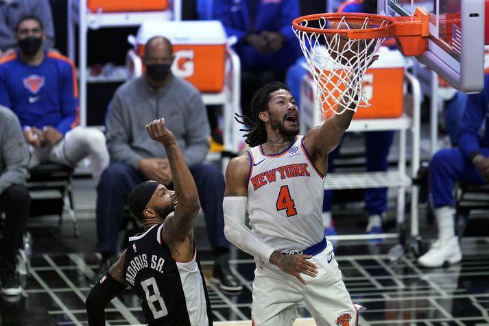 Derrick Rose og félagar í New York Knicks stigu stórt skref í átt að úrslitakeppni NBA-deildarinnar með sigri á Los Angeles Clippers.