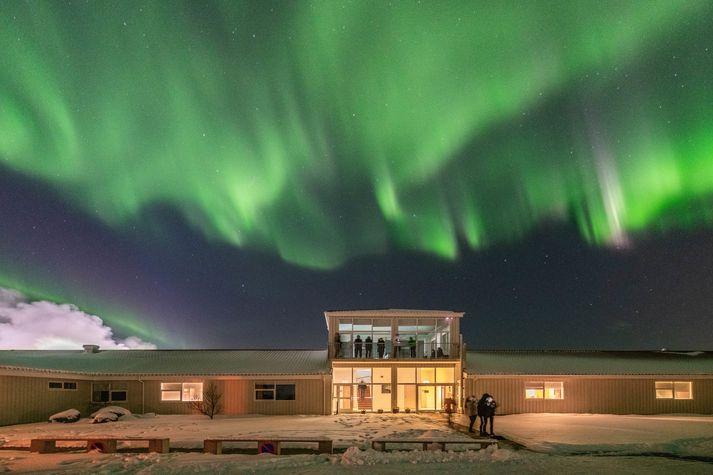 Northern Light Inn hafa getið sér gott orð fyrir norðurljósasýn. Nú býður hótelið upp á suðræna helgarpakka.