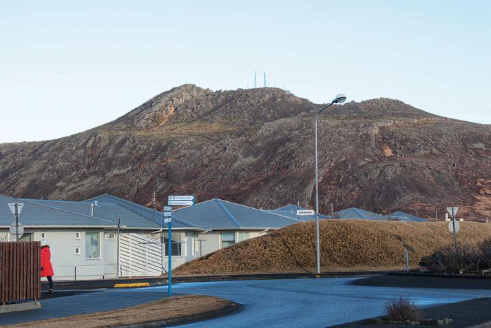 Fjallið Þorbjörn séð frá Grindavík á miðvikudag.