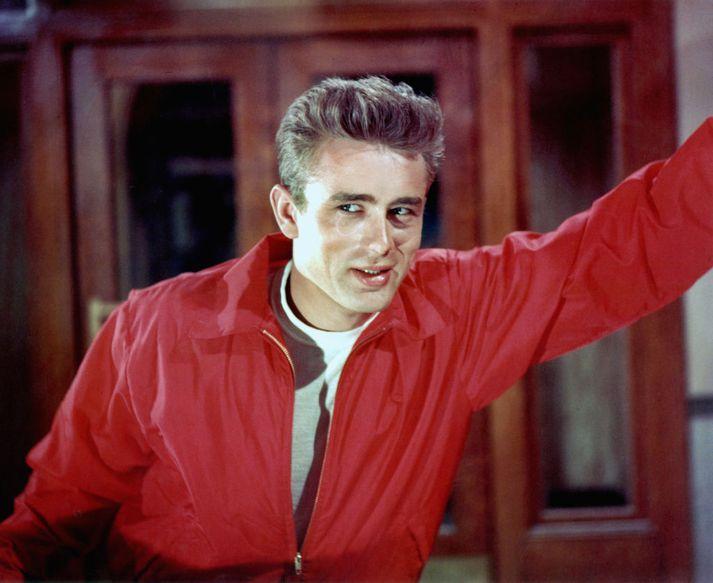 James Dean lést 24 ára að aldri árið 1955. Hann mun þó sjást í mynd sem er væntanleg á næsta ári með aðstoð tölvutækninnar.