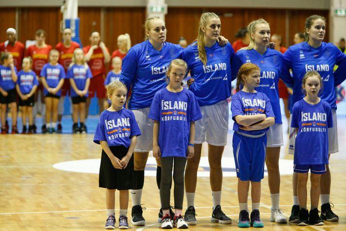 Helena er fyrirliði íslenska liðsins.