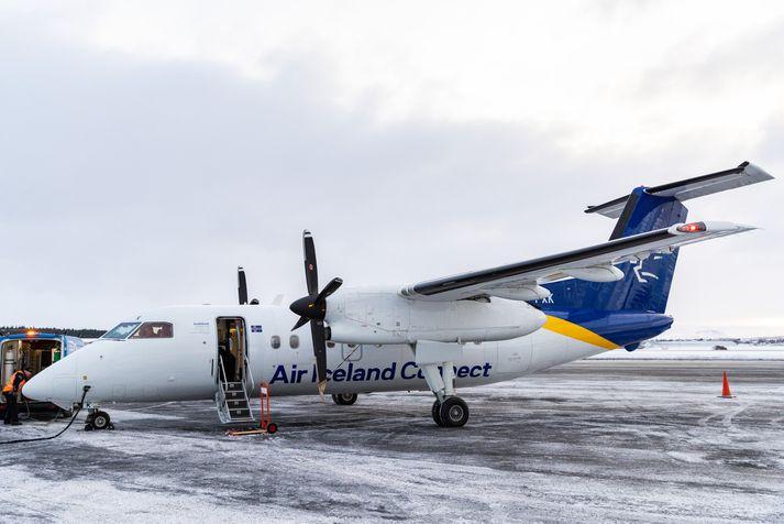Flugvél Air Iceland Connect af gerðinni Dash 8 Q200 á Reykjavíkurflugvelli.