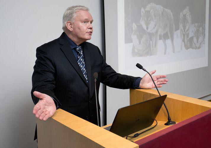 Ritstjóri Herðubreiðar er höfundur bókar um Hannes Hólmstein.