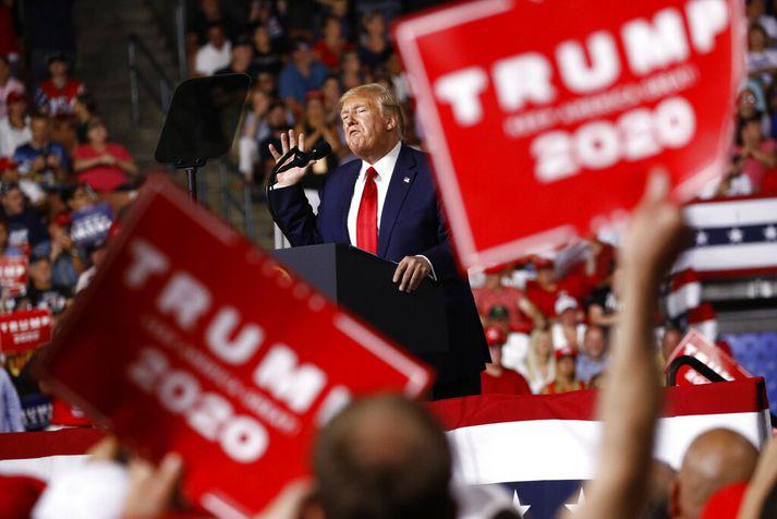 Trump fór um víðan völl í ræðu sinni í New Hampshire í gær eins og svo oft áður. Gerði hann lítið úr tali um mögulegan samdrátt.