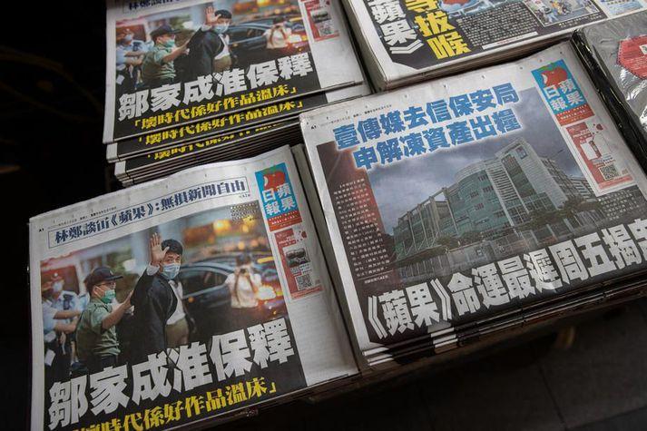 Einn blaðasala Hong Kong ákvað á dögunum að henda ekki gömlum tölublöðum Apple Daily, heldur selja þau áfram í mótmælaskyni.