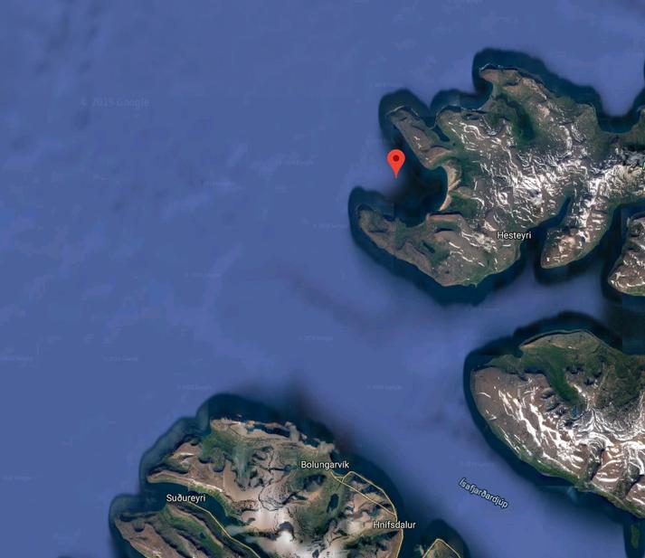 Bátarnir mættust við Aðalvík (rauðmerkt)