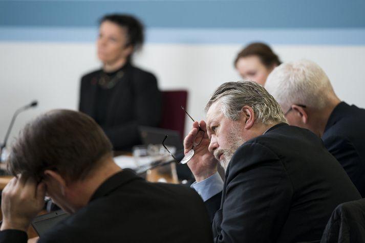 Stjórnskipunar- og eftirlitsnefnd var einróma í því að fresta rannsókn sinni á dómaramálinu.