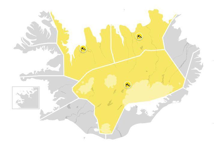 Gular stormviðvarnir eru í gildi á norðanverðu landinu í dag.