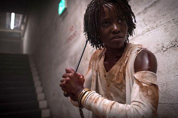 Lupita Nyong'o kemst í hann krappann þegar hún mætir illum tvífara sínum.