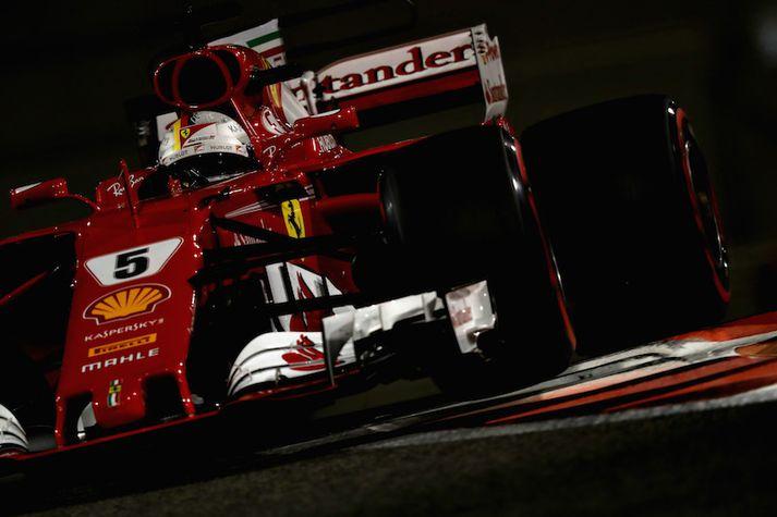 Sebastian Vettel í ferð undir ljósunum í Abú Dabí.