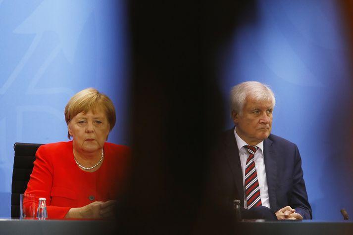 Angela Merkel Þýskalandskanslari og Horst Seehofer innanríkisráðherra.
