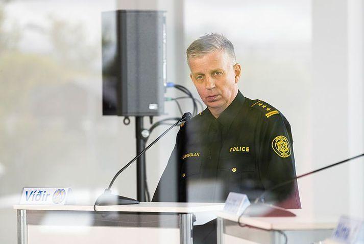 Víðir Reynisson, yfirlögregluþjónn segir að fólk með einkenni sé í forgangi varðandi sýnatöku.