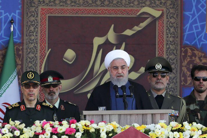 Hassan Rouhani, leiðtogi Íran, flytur ræðu á 39 ára afmælisfögnuði stríðsins á milli Íran og Írak.