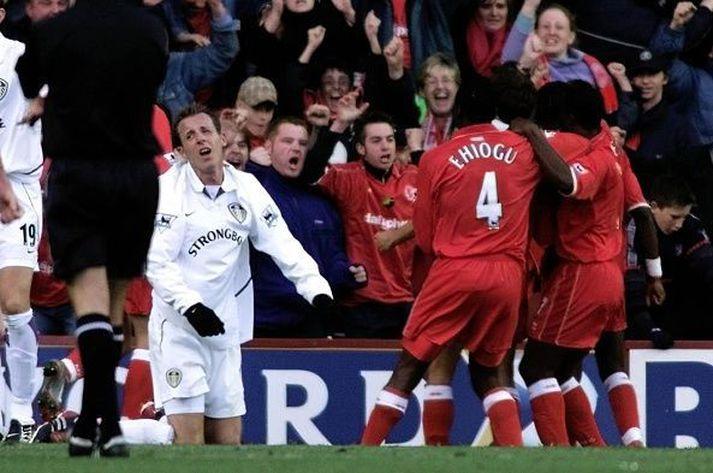 Bowyer liggur eftir á meðan leikmenn Middlesbrough fagna.
