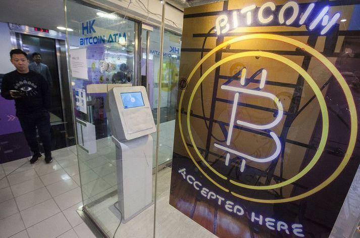 Verslun sem tekur við rafmyntinni bitcoin í Hong Kong. Bannið við rafmyntum gildir á meginlandi Kína.