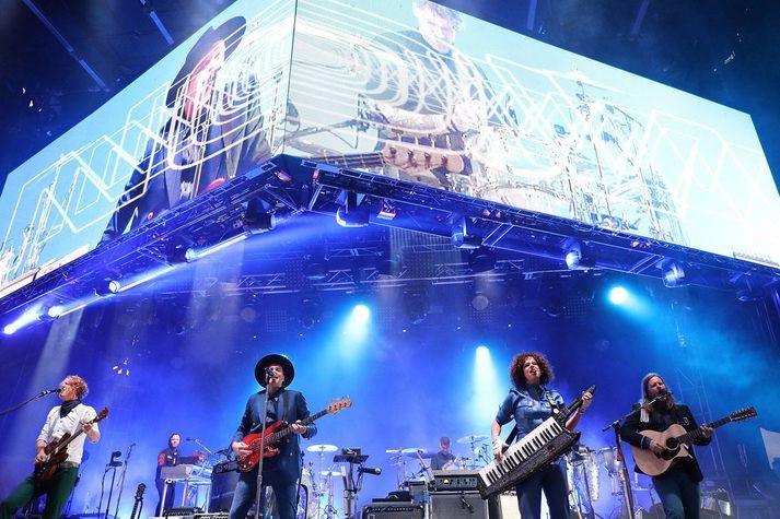 Arcade Fire sér fyrir endann á tónleikaferðalagi sínu. Finna fyrir orku og lofa góðum tónleikum.
