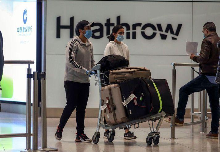 Farþegar nýlentir á Heathrow-flugvelli.