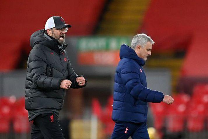 Mourinho og Klopp skömmu eftir að þeir spjölluðu saman eftir leikinn.