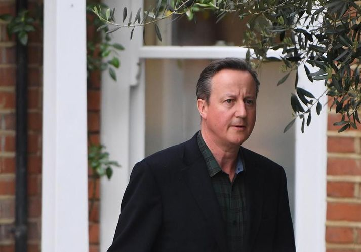 David Cameron setti sig í samband við ráðherra fyrir hönd Greensill Capital og þáði laun fyrir.