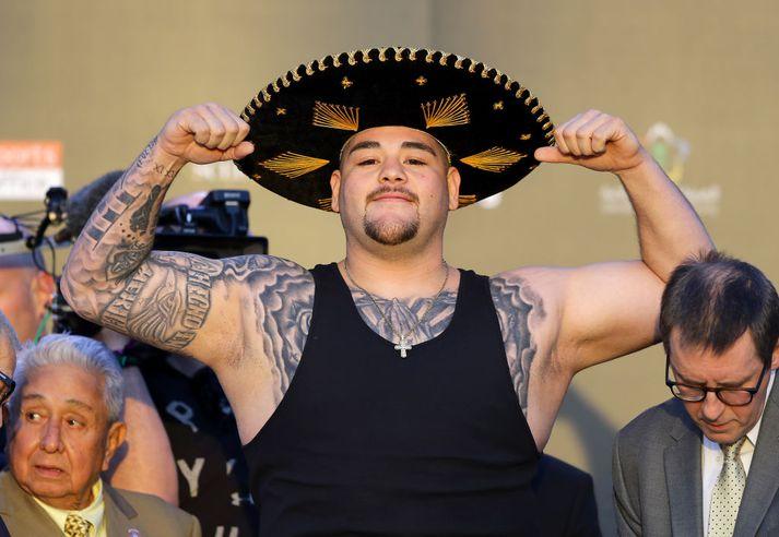 Ruiz var ansi vígalegur á vigtinni í dag.