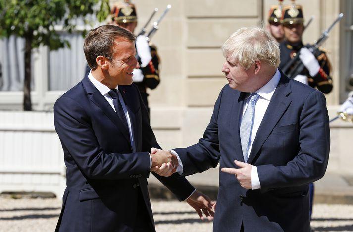 Það fór vel á milli Macron og Johnson í París í dag.