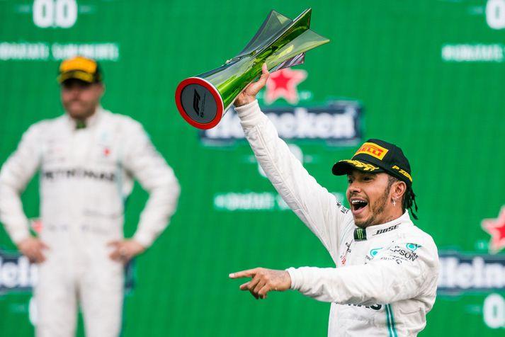 Lewis Hamilton er með níu og hálfan fingur á heimsmeistartitlinum